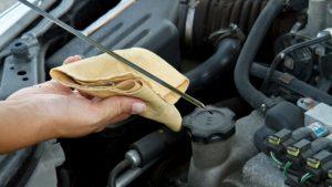 vérifier huile voiture